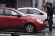 Pedestre dá lição a Motorista que invade Faixa de Pedestre